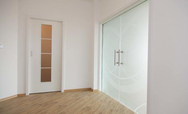 Bílé dveře Praha – proč si je pořídit?