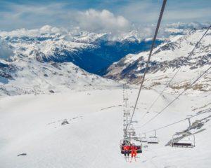 Lyžování ve Francii nadchne milovníky zimních sportů